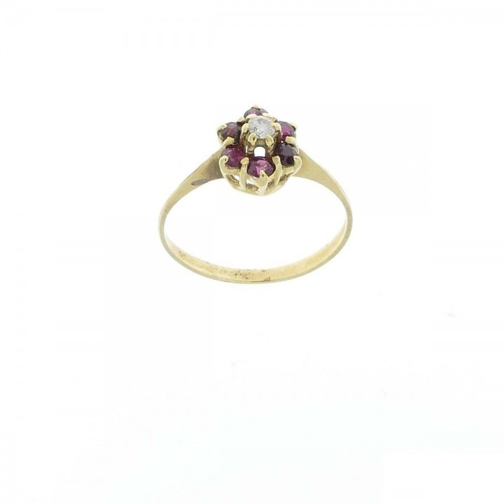 Engagement ring, yellow gold with diamonds and garnet