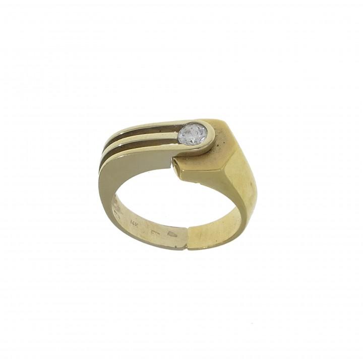 Men's ring with zirconia