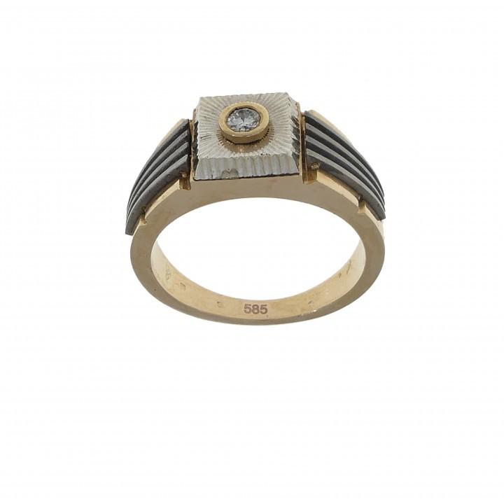 Мужской перстень с бриллиантом