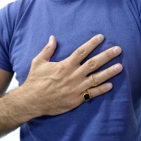 Золотое мужское кольцо, желтое золото с ониксом