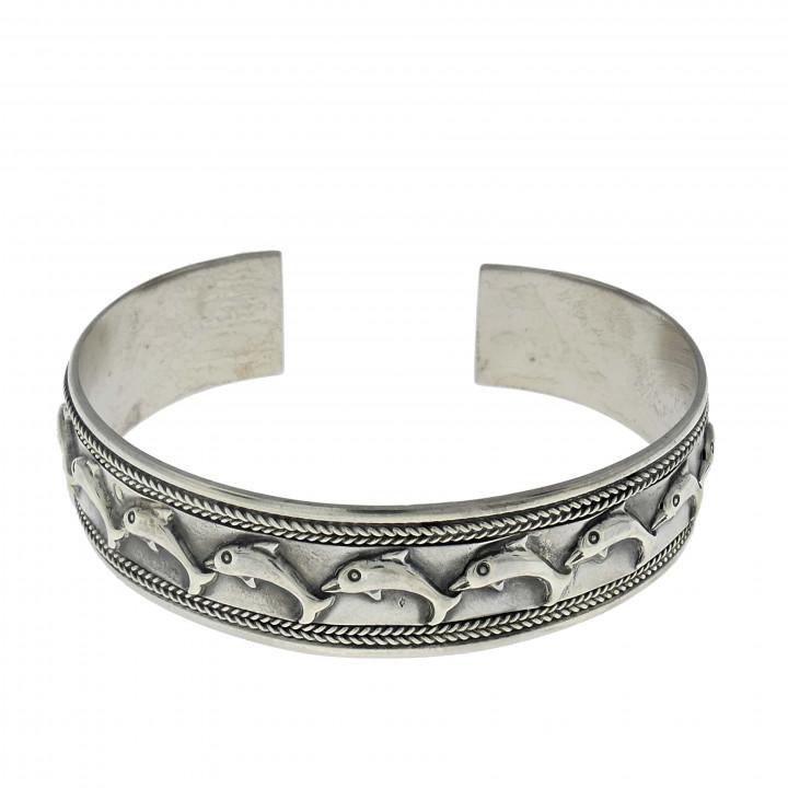 Жёсткий браслет для женщины