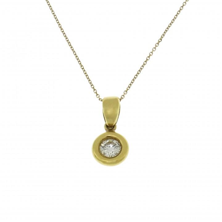 Круглый кулон с бриллиантами