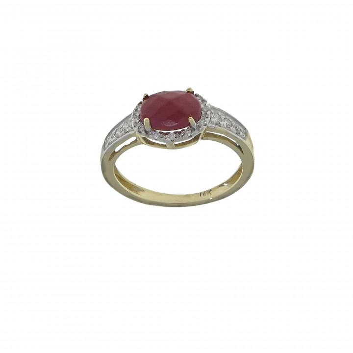 Золотое кольцо с бриллиантами и кораллом