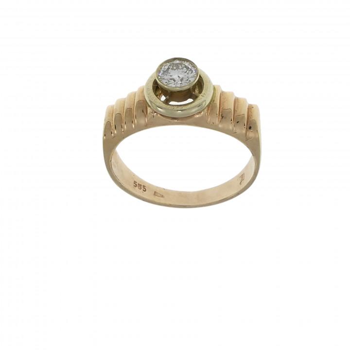 Кольцо с бриллиантом 0.4 карата