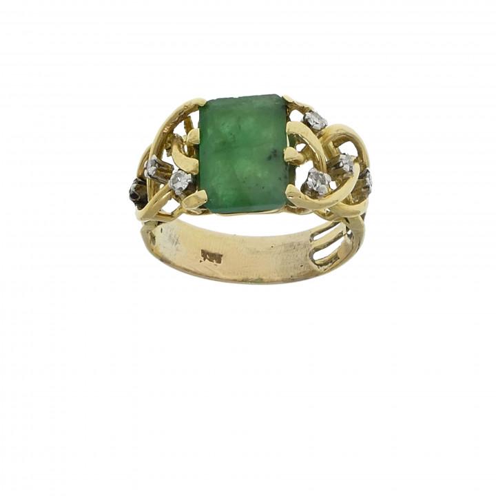 Кольцо с бриллиантами и изумрудом