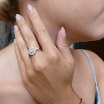 טבעת לאישה עם יהלומים לבנים, זהב לבן