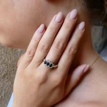טבעת לנשים, זהב לבן עם יהלומים וספיר